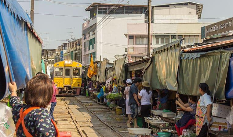 Maeklong Railaway Market