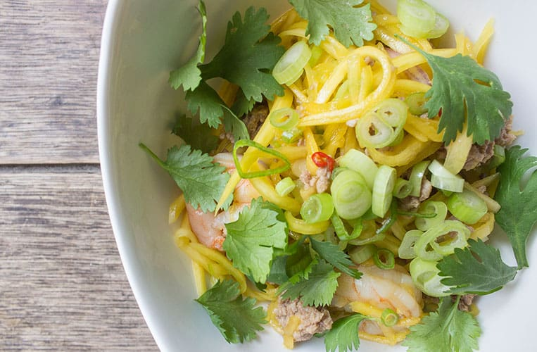 Pikanter thailändischer Mangosalat
