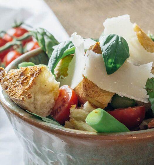 Panzanella, Toskanischer Brotsalat mit grünem Spargel