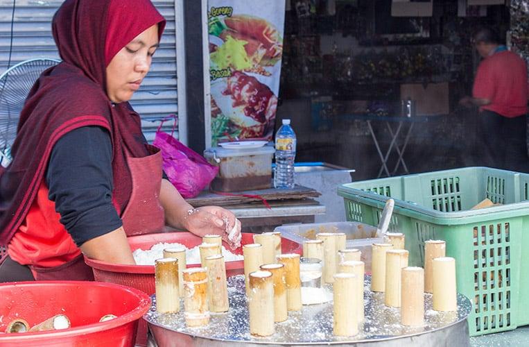 Putu Bambu, ein süßer malaysischer Snack