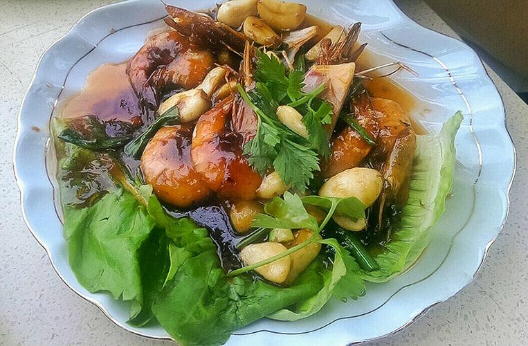 Frische Garlic Prawns im Nipah Deli Steamboat & Noodle House
