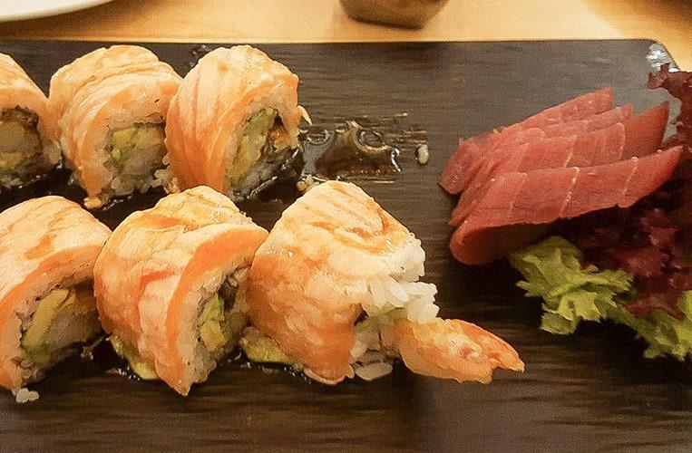 Sushi im Mercado Gastronómico San Juan