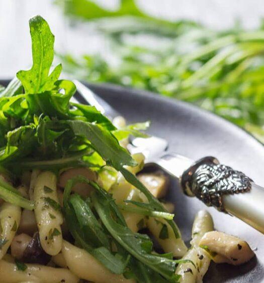 Strozzapreti mit Rucola und Kräuterseitlingen nach einem Rezept aus Italien