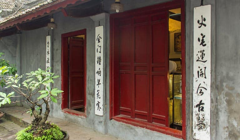 Der Jadeberg- Tempel in Mitten des Hoan-Kiem-Sees
