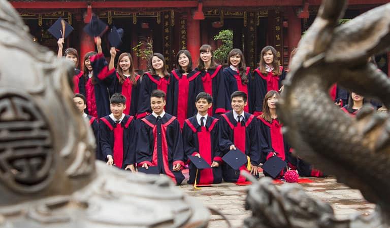Schüler im Tempel