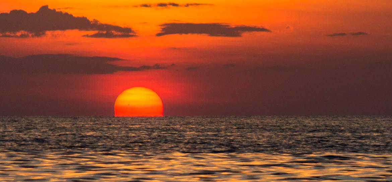 Sonnenuntergang am Tonle Sap See in Kambodscha