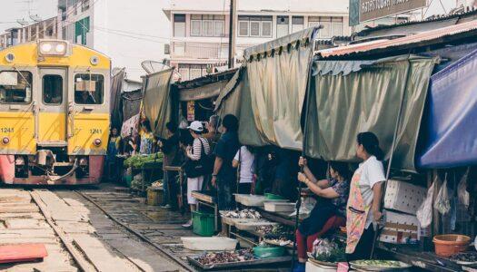 Der Maeklong Railway Market