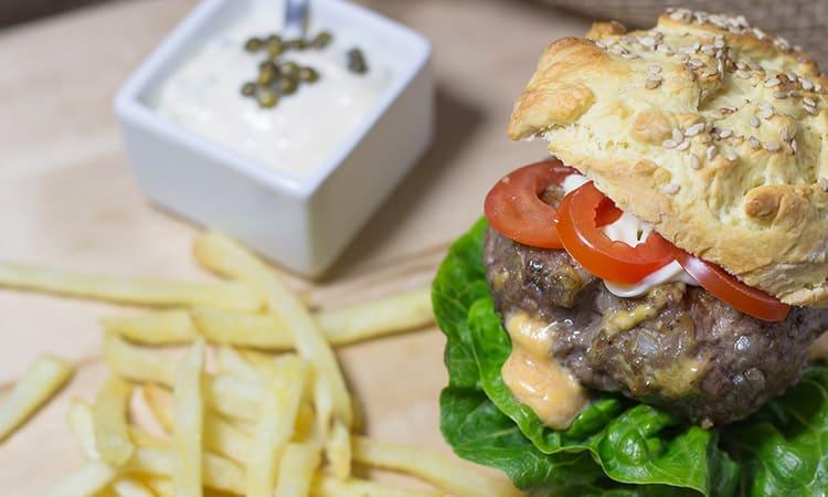 selbstgemachter Cheeseburger