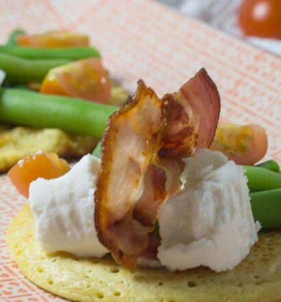 Socca mit grünen Bohnen, Picandou und Bacon nach einem Rezept aus Nizza
