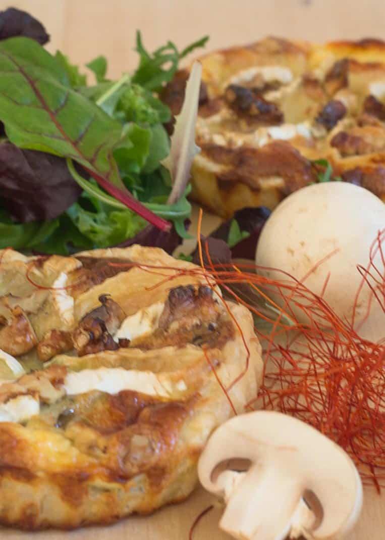 Tartelette mit Camembert, Champignons und Walnüssen