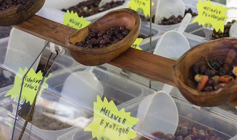 Leckere Oliven am Markt in Nizza
