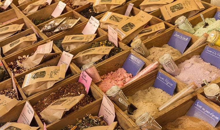 Gewürze am Markt in Nizza