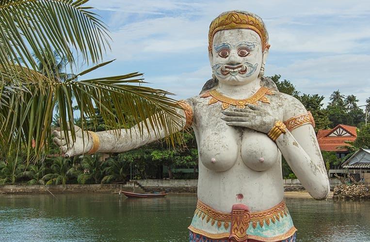 Figuren in der Nähe des Big Buddha