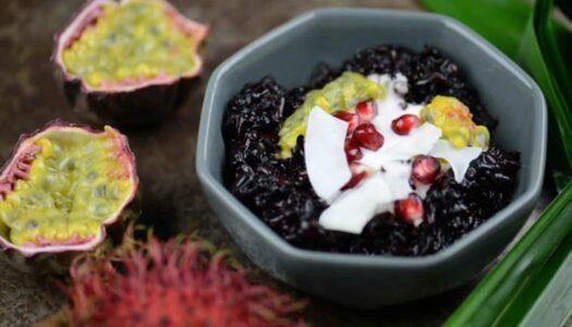 Schwarzer Klebreis-Pudding aus Indonesien