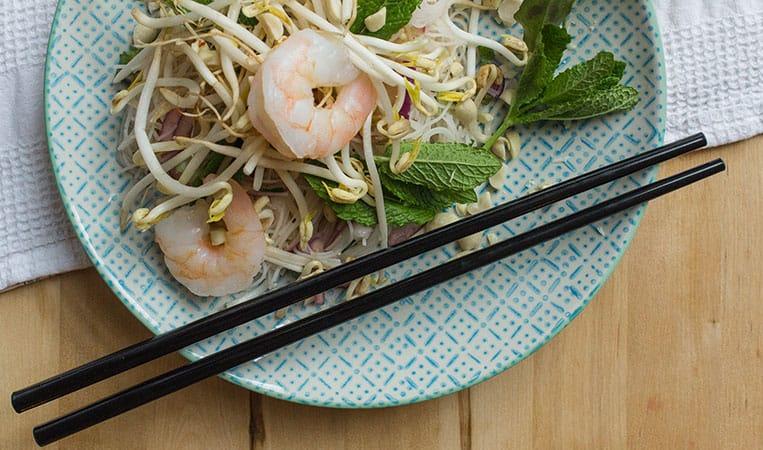 Vietnamesischer Glasnudelsalat mit Garnelen