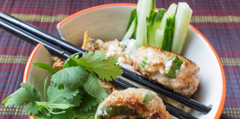 Vietnamesisches Rezept – Honigfrikadellen mit Reisnudeln
