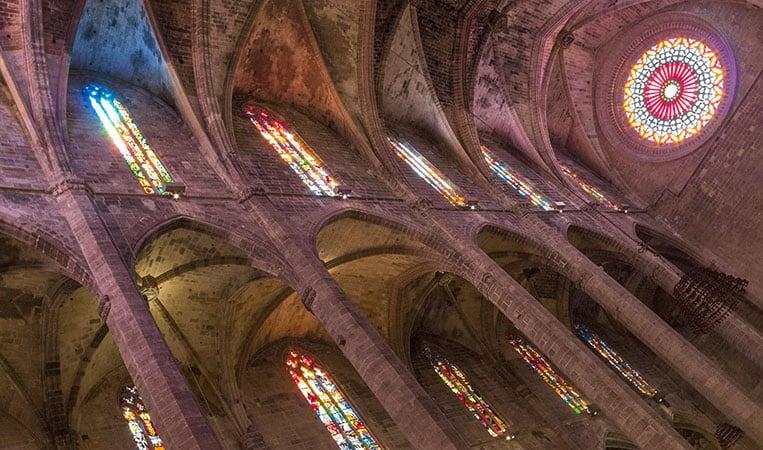 Die Kathedrale leuchtet in allen Farben