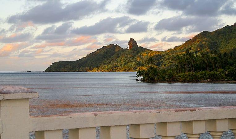 Die Brücke, die die Südinsel mit der Nordinsel Huahines
