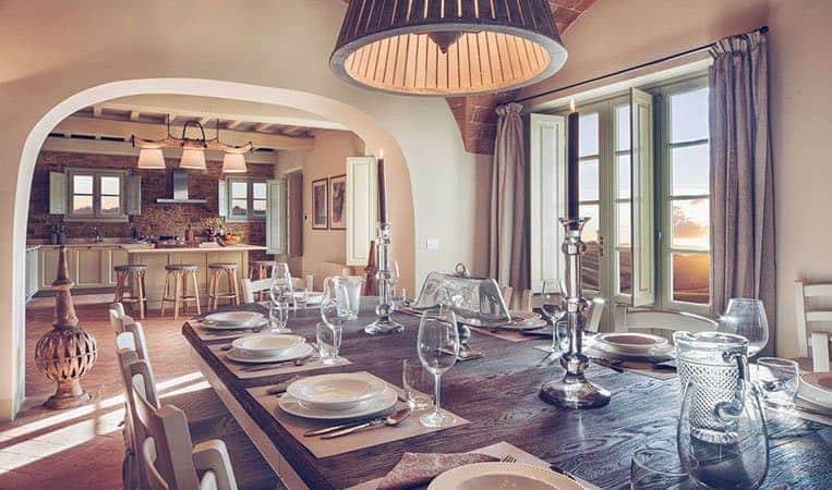 Großzügiger Ess- und Kochbereich der Villa | Foto: Toscana Resort Castelfalfi