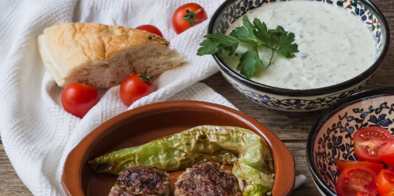Köfte mit Cacik nach einem Rezept aus Istanbul