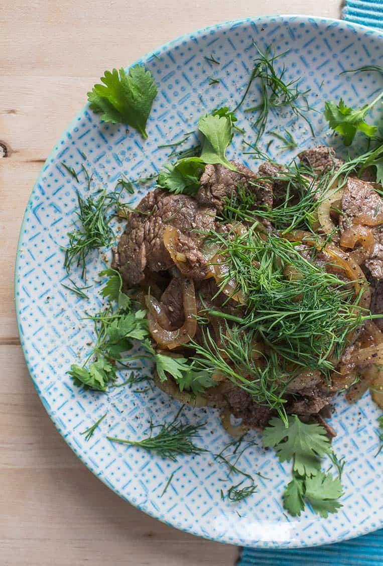 Vietnamesisches Rindfleisch mit Zwiebeln