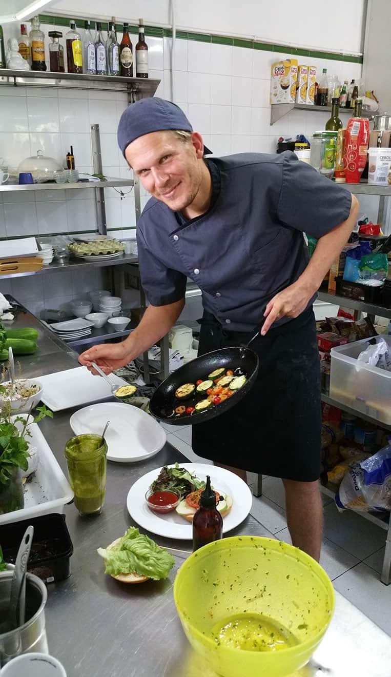 Marcelo beim Kochen