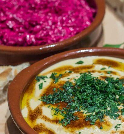 Türkischer Rote Bete Joghurt Dip und Hummus