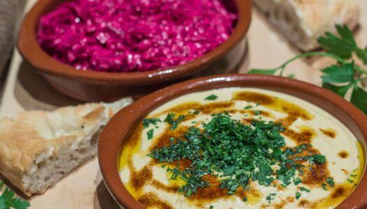 Rote Bete Joghurt Dip und Hummus