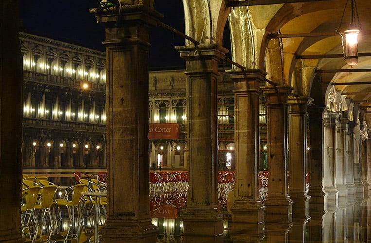 Acqua Alta auf dem Markusplatz