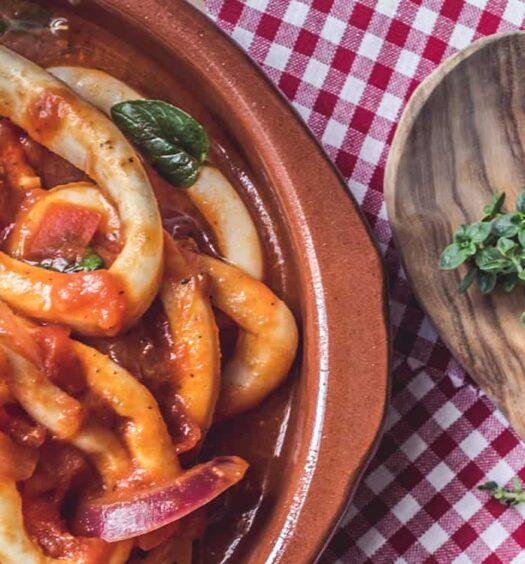 Calamares encebollados nach einem Rezept aus Nordspanien