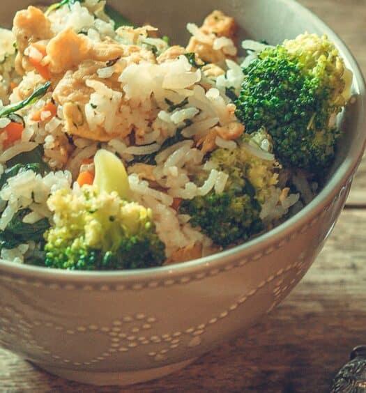 Thailändischer gebratener Reis mit Gemüse – Khao Pad