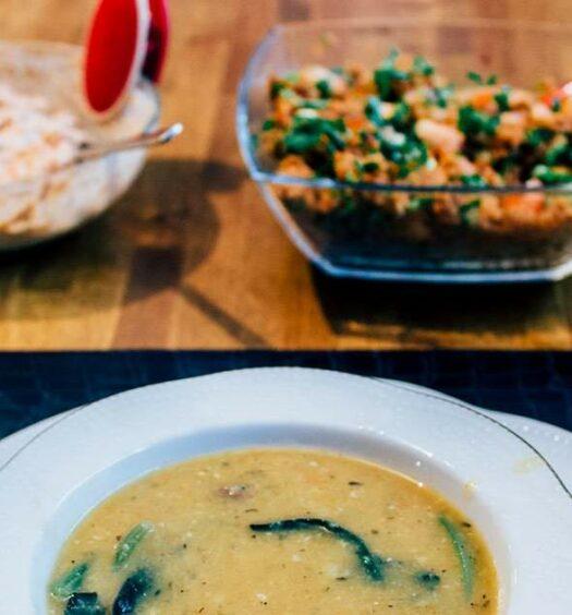 Gemüsesuppe mit Hackbällchen aus Istanbul