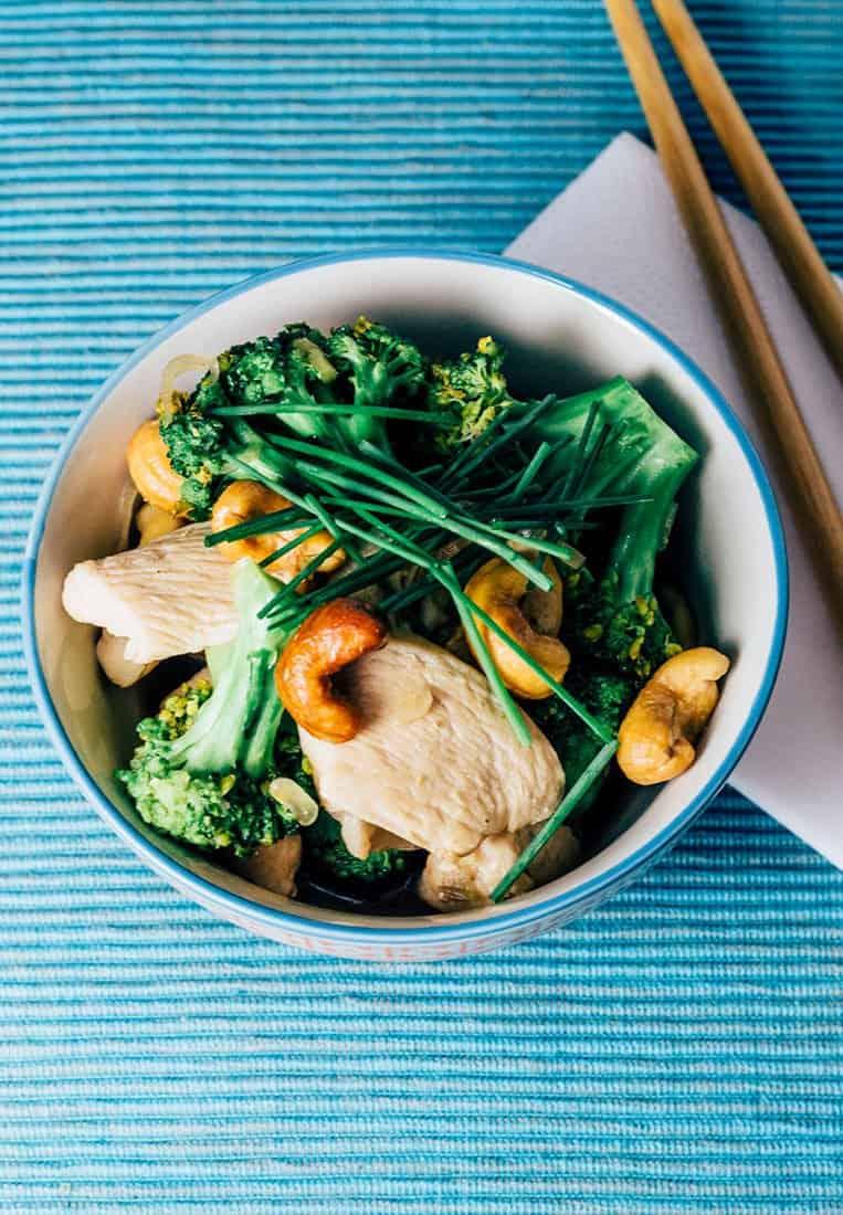 Chinesisches Brokkoli Hähnchen Stir fry mit Cashewnüssen