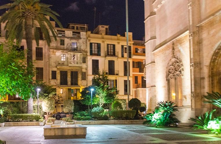 La Lonja bei Nacht