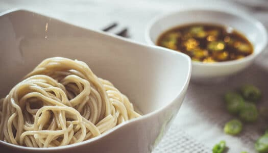 Zaru Soba – kalte Soba-Nudeln mit würziger Sauce