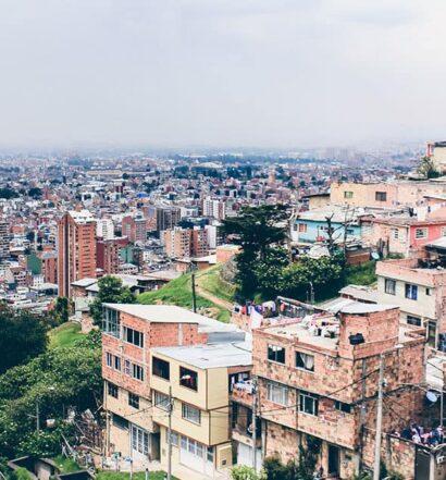 Bogotá und Medellín. Zwei Millionenmetropolen. Zwei historische Städte mit einer tragenden Vergangenheit.