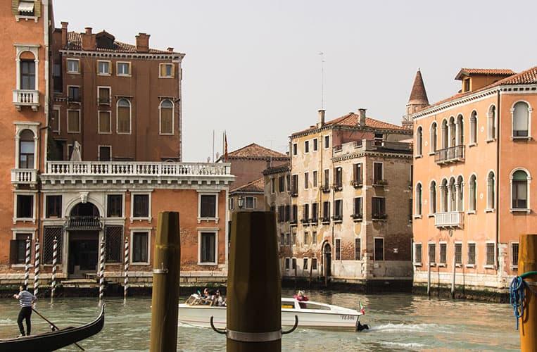 Die Dachterrasse des Commissario Brunetti mit Blick auf den Canal Grande