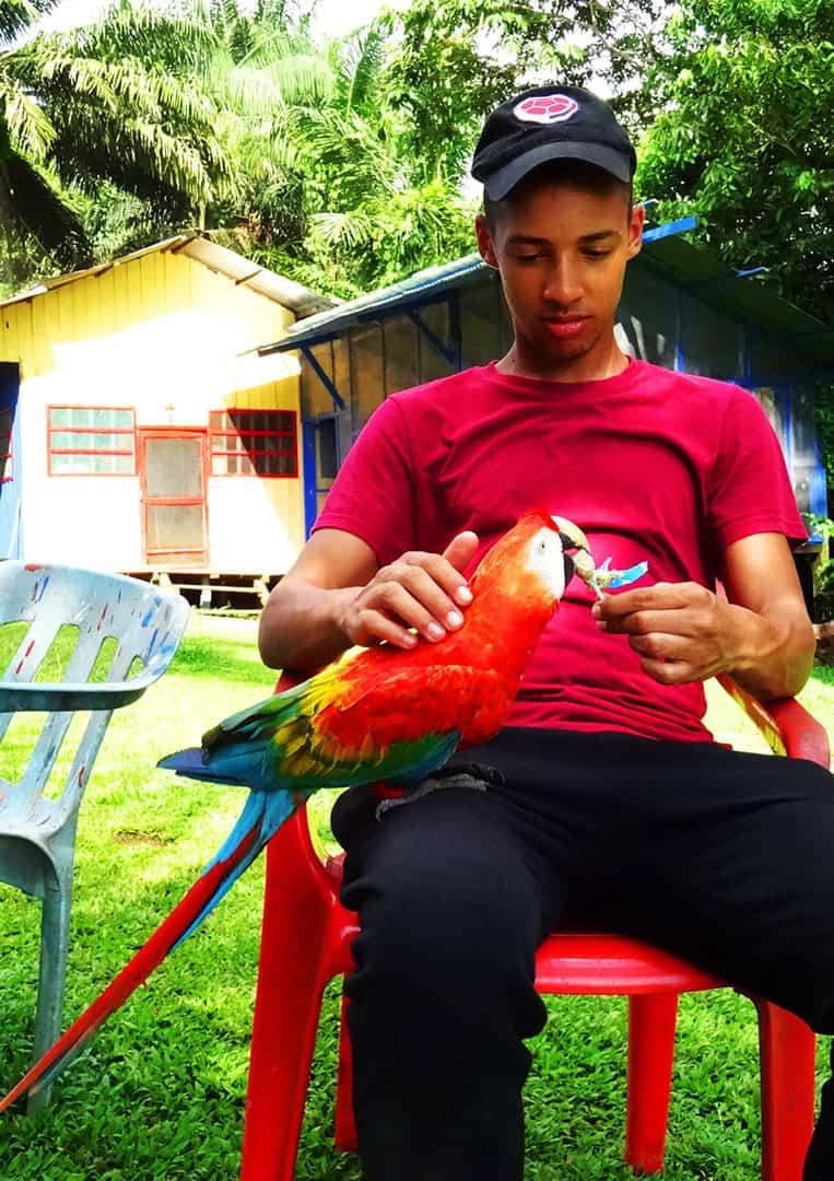 Jerome beim Füttern