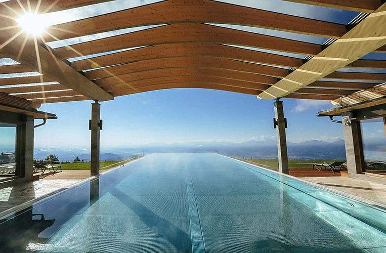 Der Infinity Pool im Mountain Resort Feuerberg