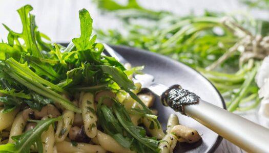 Strozzapreti mit Rucola und Kräuterseitlingen