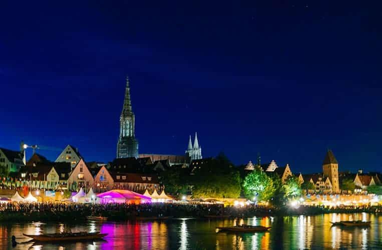 Das Donaufest in Ulm bei Nacht
