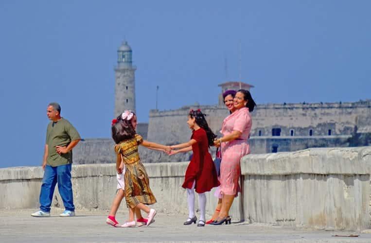 Kubaner und ihr buntes, einzigartiges Land