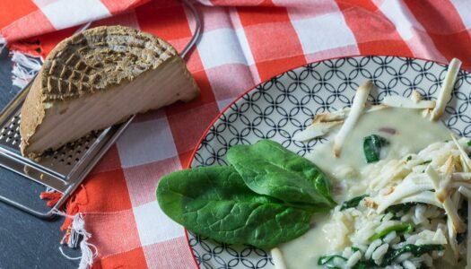Risotto mit Taleggio, Spinat und geräuchertem Ricotta