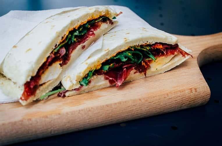 Der klassische Snack der Emilia Romagna – Piadina