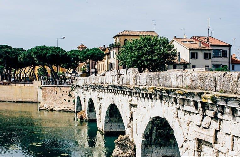 Die Tiberiusbrücke in Rimini