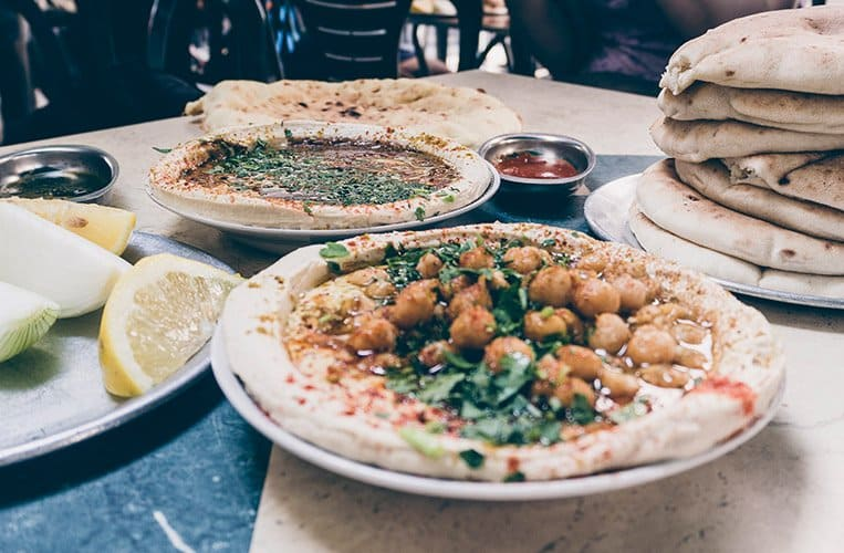Hummus bei Shlomo und Doron am Carmel Markt