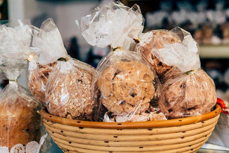 Schneeballenbacken in der Bäckerei Striffler