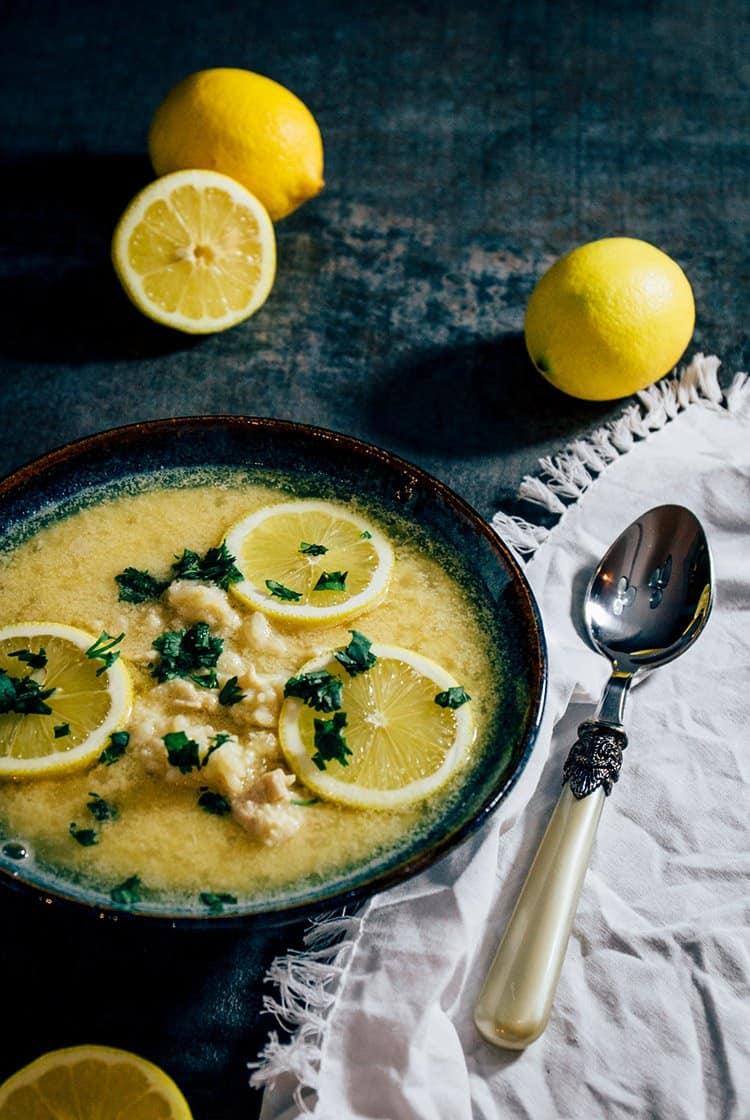 Kotosoupa Avgolemono: Griechische Hühnersuppe mit ZitroneKotosoupa Avgolemono: Griechische Hühnersuppe mit Zitrone