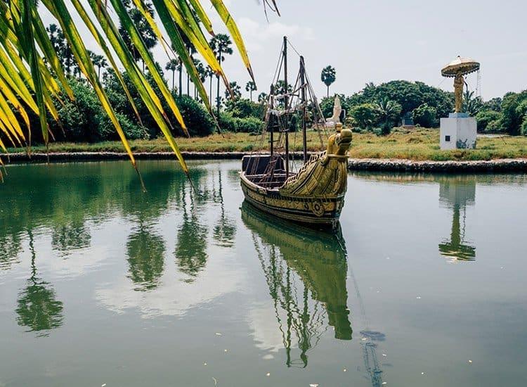 Dambakola Patuna Sri Sangamiththa Viharaya