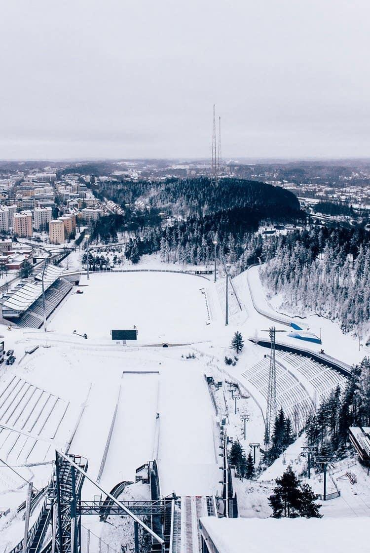 Genieße den Ausblick von der Skisprungschanze in Lahti